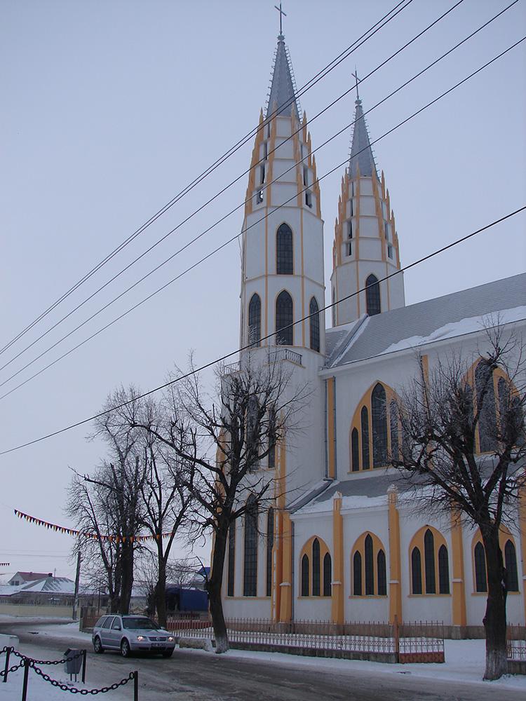 Нямц - Римско-Католическая Церковь Сошествие Святого Духа, Аджудень